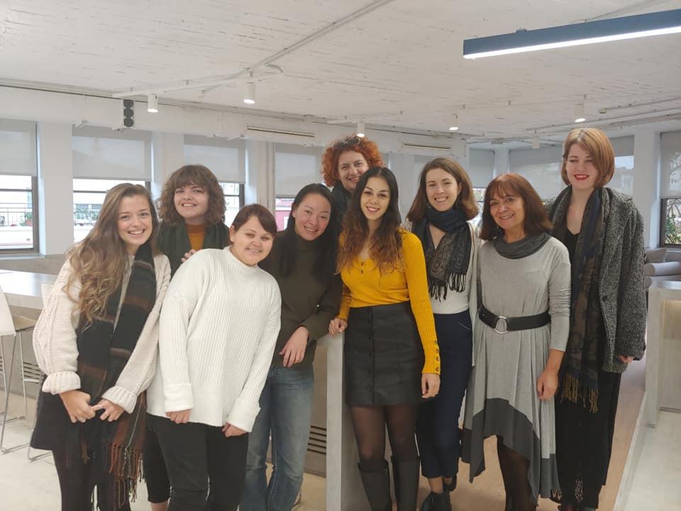 women expats create community
